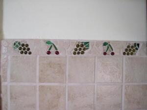 Mozaik készítés házilag - konyha csempe mozaik cseresznye és szőlő mintával
