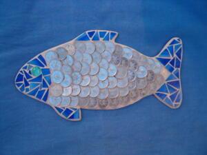 Üvegmozaik hal minta - mozaik technikával, 2 forintosokkal kirakva