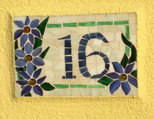 Egyedi házszám, kültéri mozaik készítése házilag